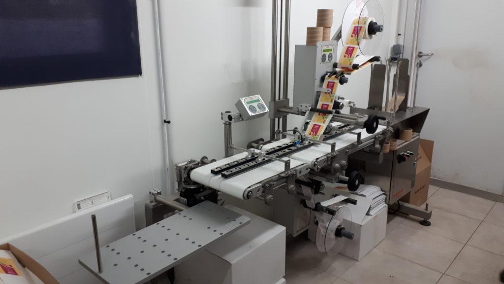 Ensemble d'étiquetage industriel HM Systems pour étiquetage de sachets vides chez JP Cloteau